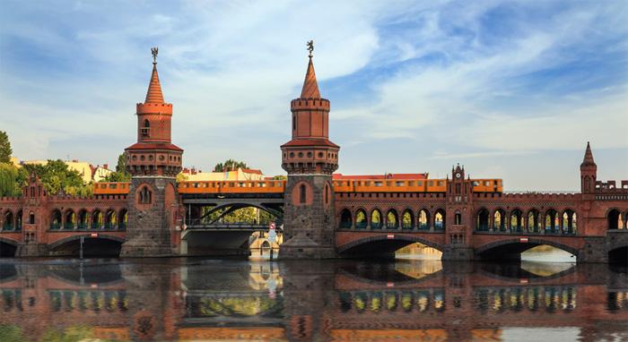 לונדון אאוט? המשקיעים הרוסים מתחילים לנוע לברלין