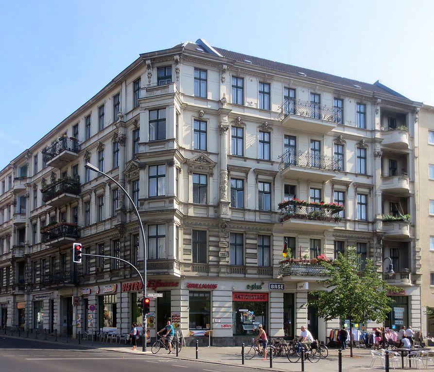 894px-Berlin,_Schoeneberg,_Kaiser-Wilhelm-Platz_4,_Mietshaus