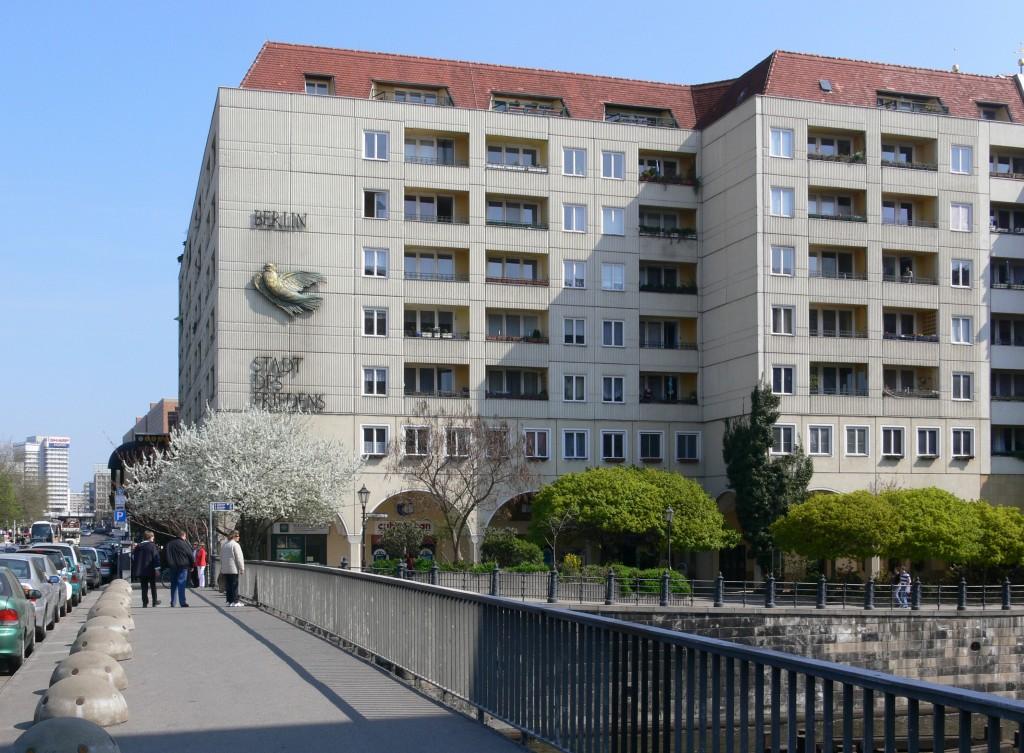 Berlin_Nikolaiviertel_Ufer_Friedenstaube