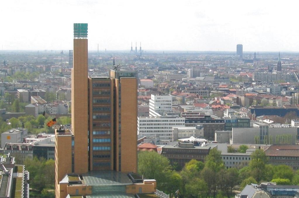 First Living ניווט בשוק הנדלן הממריא של ברלין