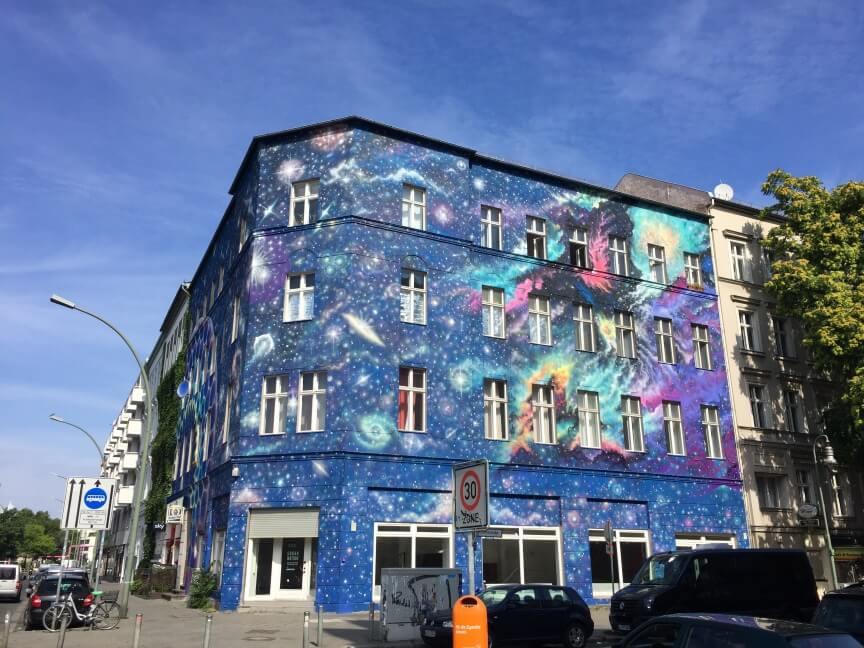 מאות מגיעים לבחון דירות כשמשבר הדיור בר ההשגה מכה בברלין
