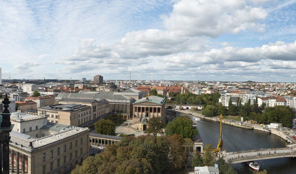 המחסור בדיור בבירת גרמניה - המשקיעים הם חלק מהפתרון