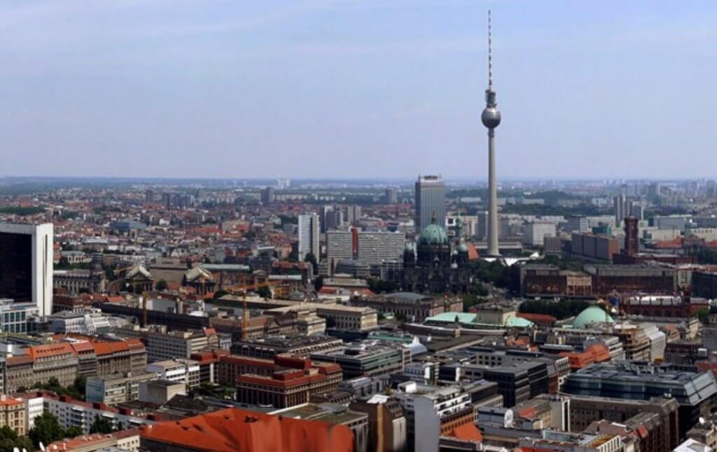סיפורה של מזרח גרמניה דרך 7 מבנים ייחודיים