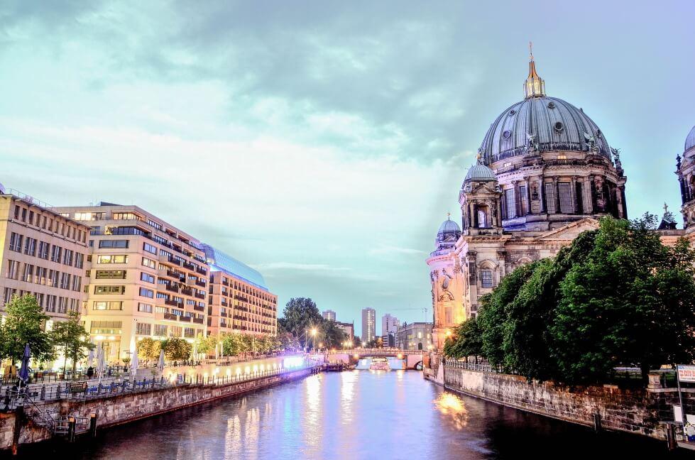 מציאת מקום לאלפי מפתחי תוכנה בבירת גרמניה היא לא דבר פשוט
